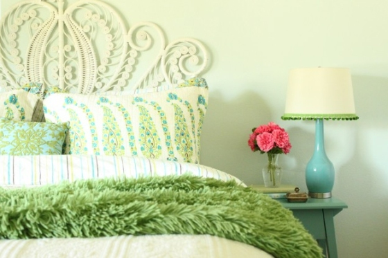 light-turquoise-green-bedroom